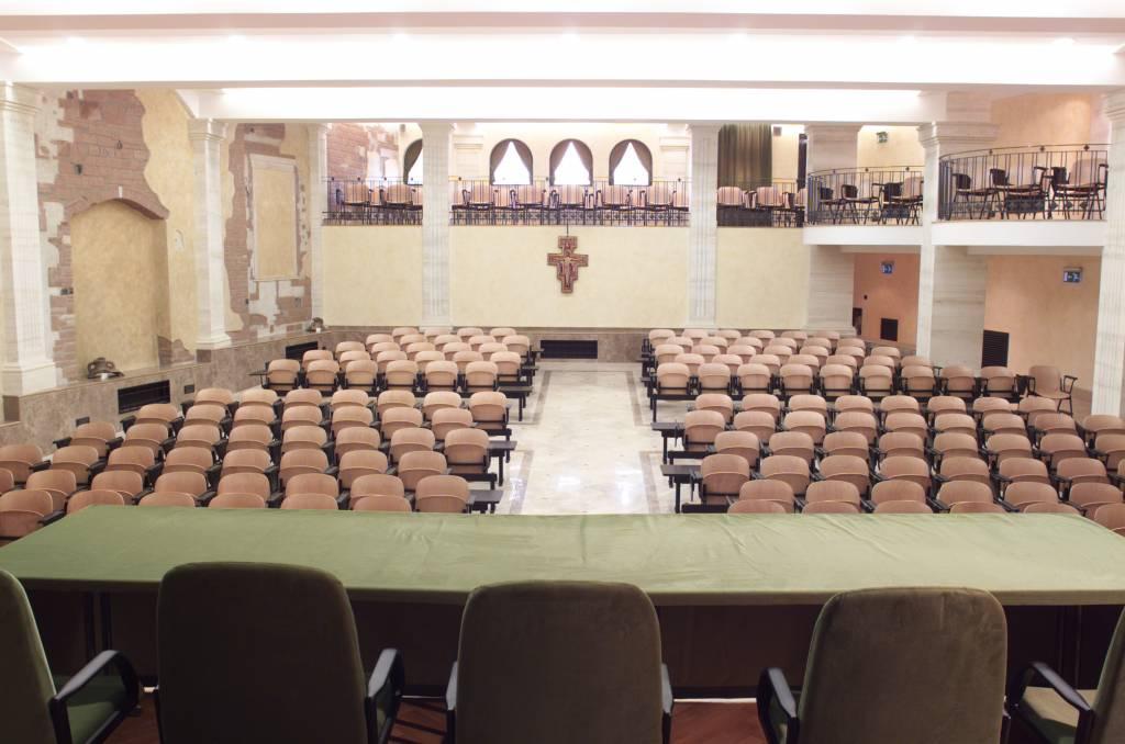 Dimensioni Sala Conferenze 100 Posti.Hotel Casa Tra Noi Roma Sale Congressi
