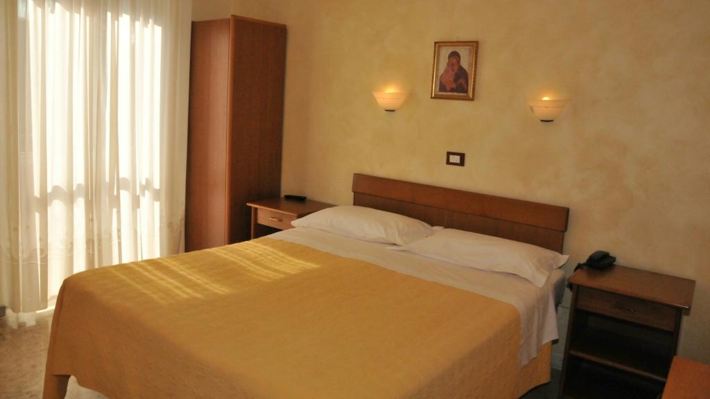 Camera Matrimoniale Per Uso Singolo.Hotel Casa Tra Noi Roma Camera Doppia Uso Singola
